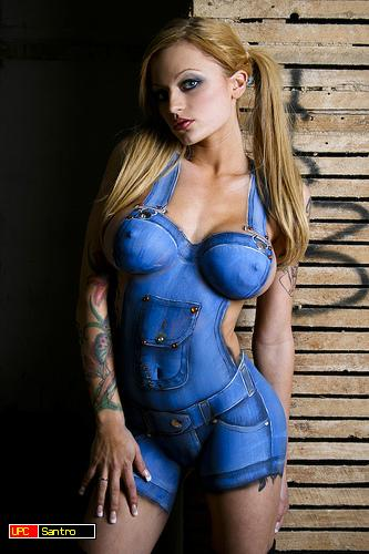 Why to waste money on clothes if you know painting for Body paint girl photo